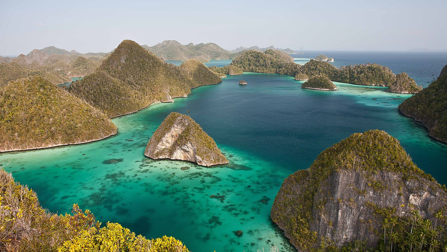 ULTIMO PARADISO IN VELIERO NELL146ARCIPELAGO DI RAJA AMPAT - National geographic expeditions